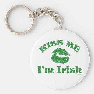 El día del St. Patty me besa que soy irlandés Llavero Redondo Tipo Pin
