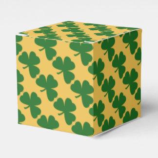El día del trébol de St Patrick amarillo y verde Cajas Para Regalos