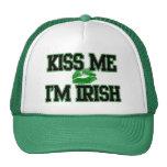 El día divertido del St. Patricks, me besa que soy