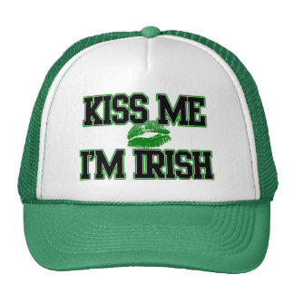 El día divertido del St. Patricks, me besa que soy Gorra