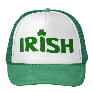 El día/el gorra de consumición de St Patrick del i