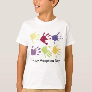 El día feliz de la adopción embroma la camiseta