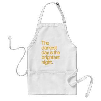 El día más oscuro es la noche más brillante delantal