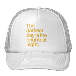 El día más oscuro es la noche más brillante gorra