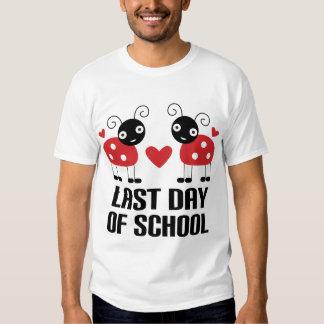 El día pasado de escuela camisas