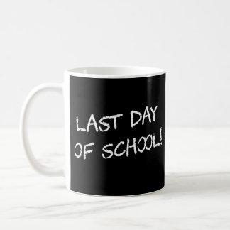 El día pasado de escuela taza de café