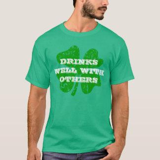 El día verde el | del St Patricks bebe bien con Playera
