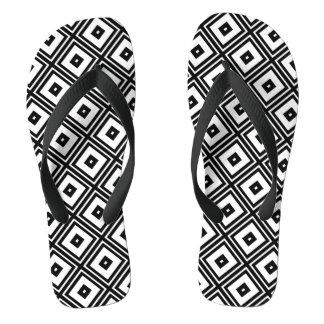 El diamante blanco y negro ajusta flips-flopes