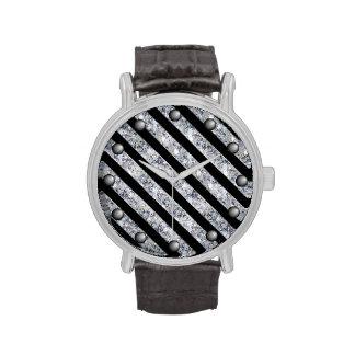 El diamante chispeante tiene gusto de rayas en relojes