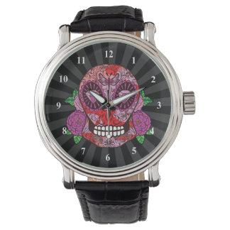 El diamante rosado del cráneo del azúcar del relojes de pulsera