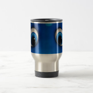 El dibujo animado feliz azul observa en el juguete taza de café