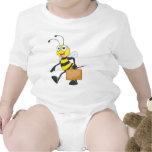 El dibujo animado lindo de la abeja lleva al trajes de bebé