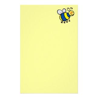 El dibujo animado lindo manosea la abeja papeleria