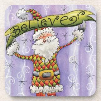 El dibujo animado lindo Papá Noel, cree, las Posavasos De Bebidas