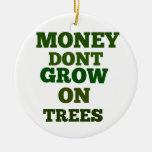 El dinero no crece en cita de los árboles ornamentos para reyes magos