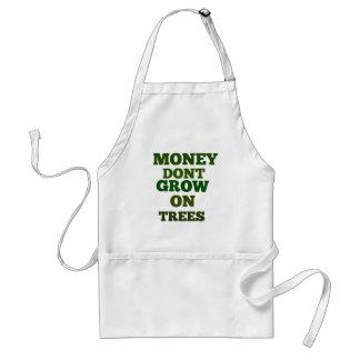 El dinero no crece en cita de los árboles delantales