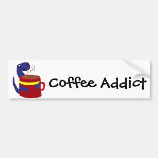 El dinosaurio azul ama el café etiqueta de parachoque