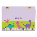 El dinosaurio de la niña le agradece las tarjetas