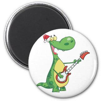 El dinosaurio toca la guitarra con el gorra de San Imán De Frigorifico