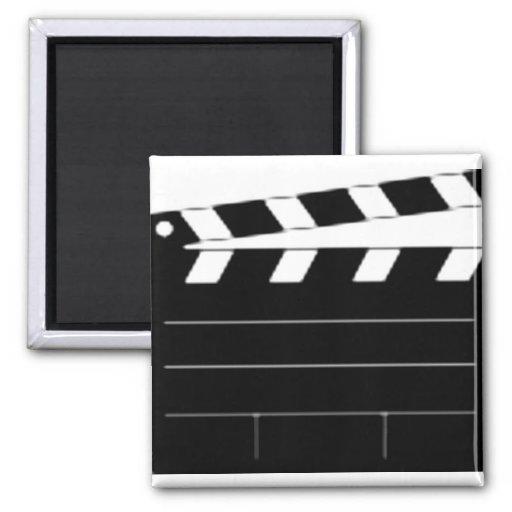 El director de película, cineasta, toma 1 imán cuadrado