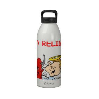 el dirigir botellas de agua reutilizables