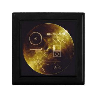 El disco de oro del viajero joyero cuadrado pequeño