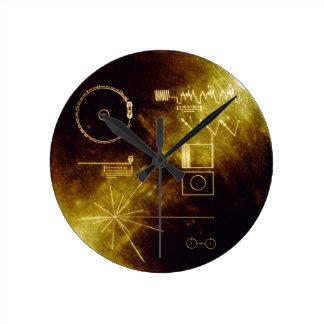 El disco de oro del viajero reloj de pared
