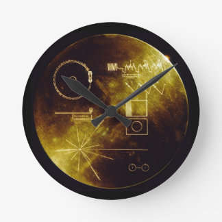 El disco de oro del viajero reloj redondo mediano