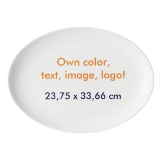 El disco oval posee el color - uni blanco plato de porcelana
