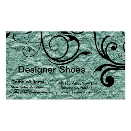 El diseñador calza la tarjeta de visita