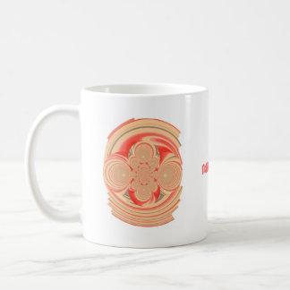 El diseño anaranjado de la taza del remolino añade