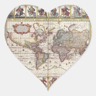 El diseño antiguo del mapa de Viejo Mundo del Calcomanía Corazón
