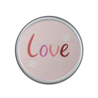 El diseño de la escritura del amor pica rojos y altavoz