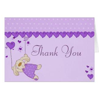 El diseño púrpura del corazón del amor le agradece tarjeta de felicitación