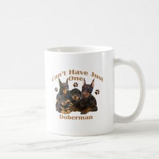 El Doberman no puede tener apenas uno Tazas De Café