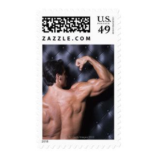El doblar muscular del hombre estampillas