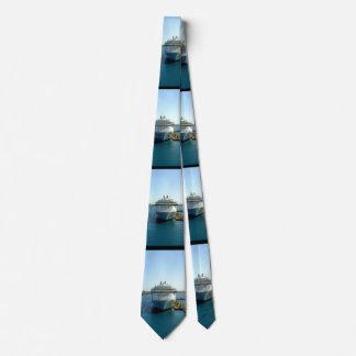 El doble de fascinación del arco echó a un lado corbata