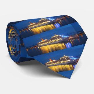 El doble de las reflexiones del puerto echó a un corbatas personalizadas