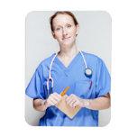 El doctor de sexo femenino adentro friega imán foto rectangular