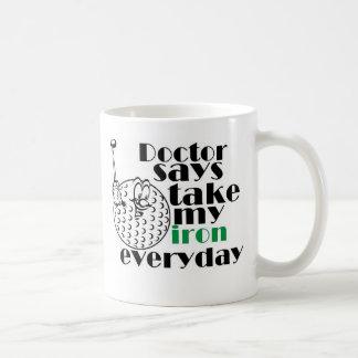 El doctor dice el hierro 3 de la toma tazas de café