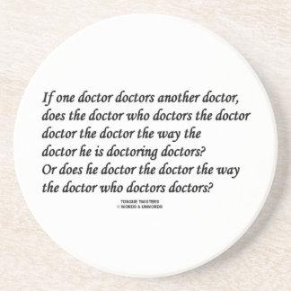 El doctor Doctoring Another doctor (tornado de Posavasos De Arenisca