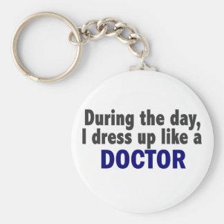 El doctor During The Day Llavero Redondo Tipo Pin