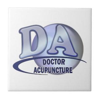 EL DOCTOR OF ACUPUNCTURE DEL LOGOTIPO DE LAS AZULEJO CUADRADO PEQUEÑO
