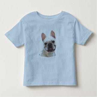 El dogo francés feliz embroma la camisa