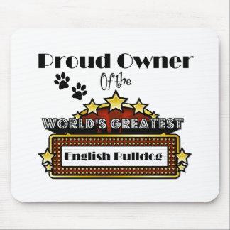 El dogo inglés más grande del mundo orgulloso del tapete de raton