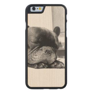 El dormir de los dogos franceses funda de iPhone 6 carved® de arce
