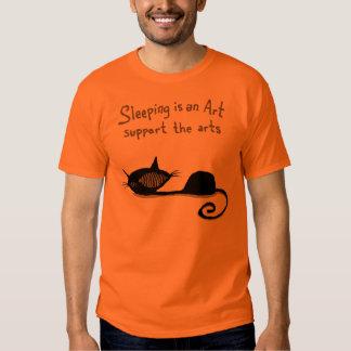 El dormir es una camisa del gato del arte
