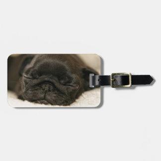 El dormir negro del perrito del barro amasado etiquetas para maletas