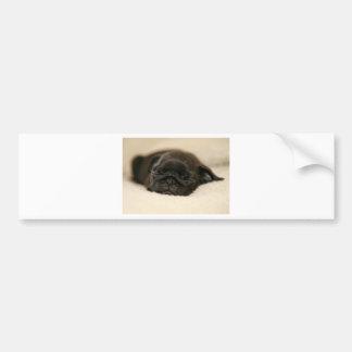 El dormir negro del perrito del barro amasado pegatina para auto