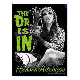 ¡El Dr. está adentro! Postal - Hannah Aitchison